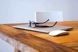 apple-desk-office-technology-large
